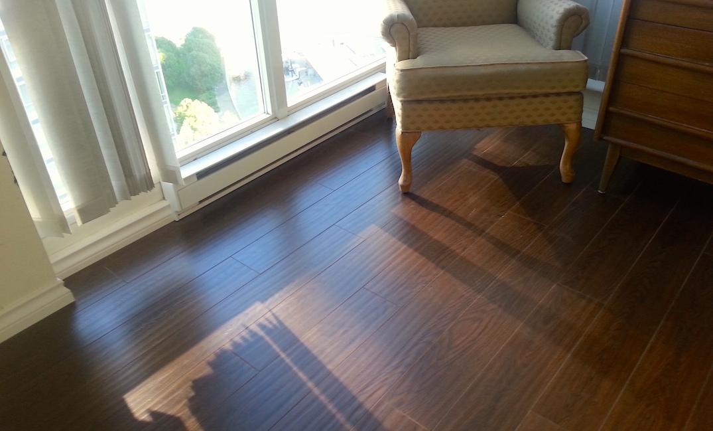 lamiante flooring in bedroom