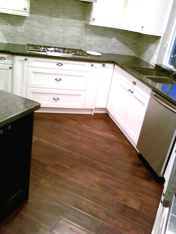 Country stryle hardwood floors kitchen