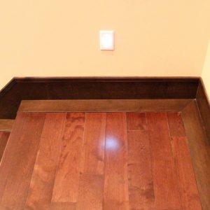 hardwood stairs landing isntalaltion
